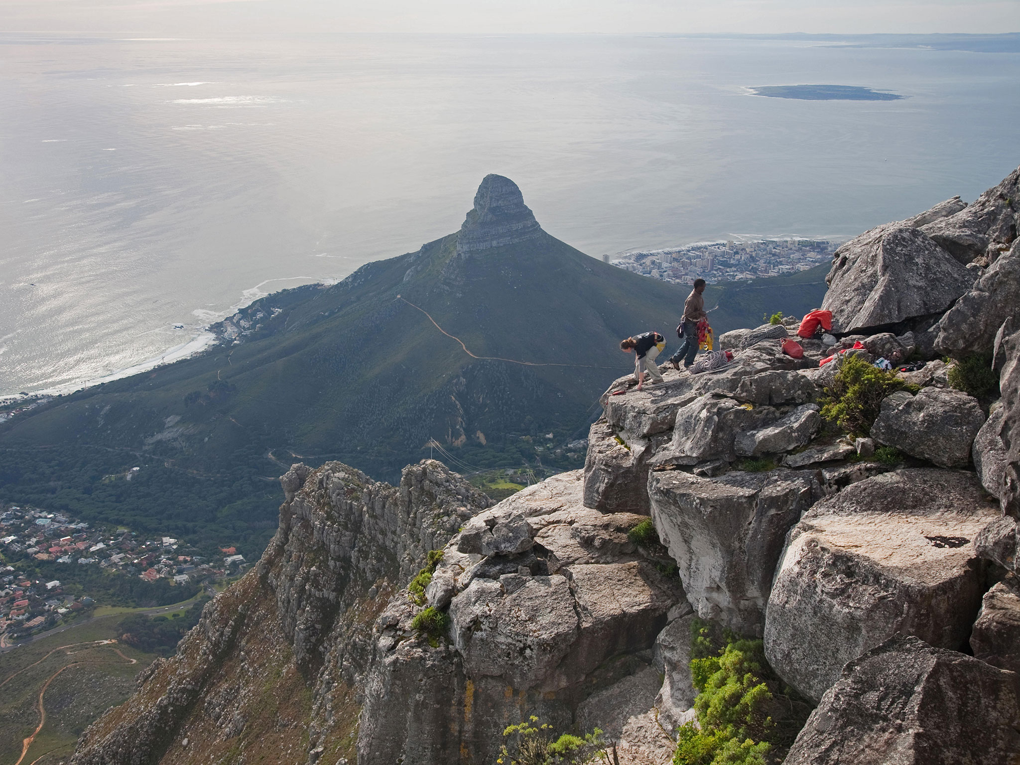 55a029ad7772ff921f95d319_table-mountain-cape-town-hikers.jpg